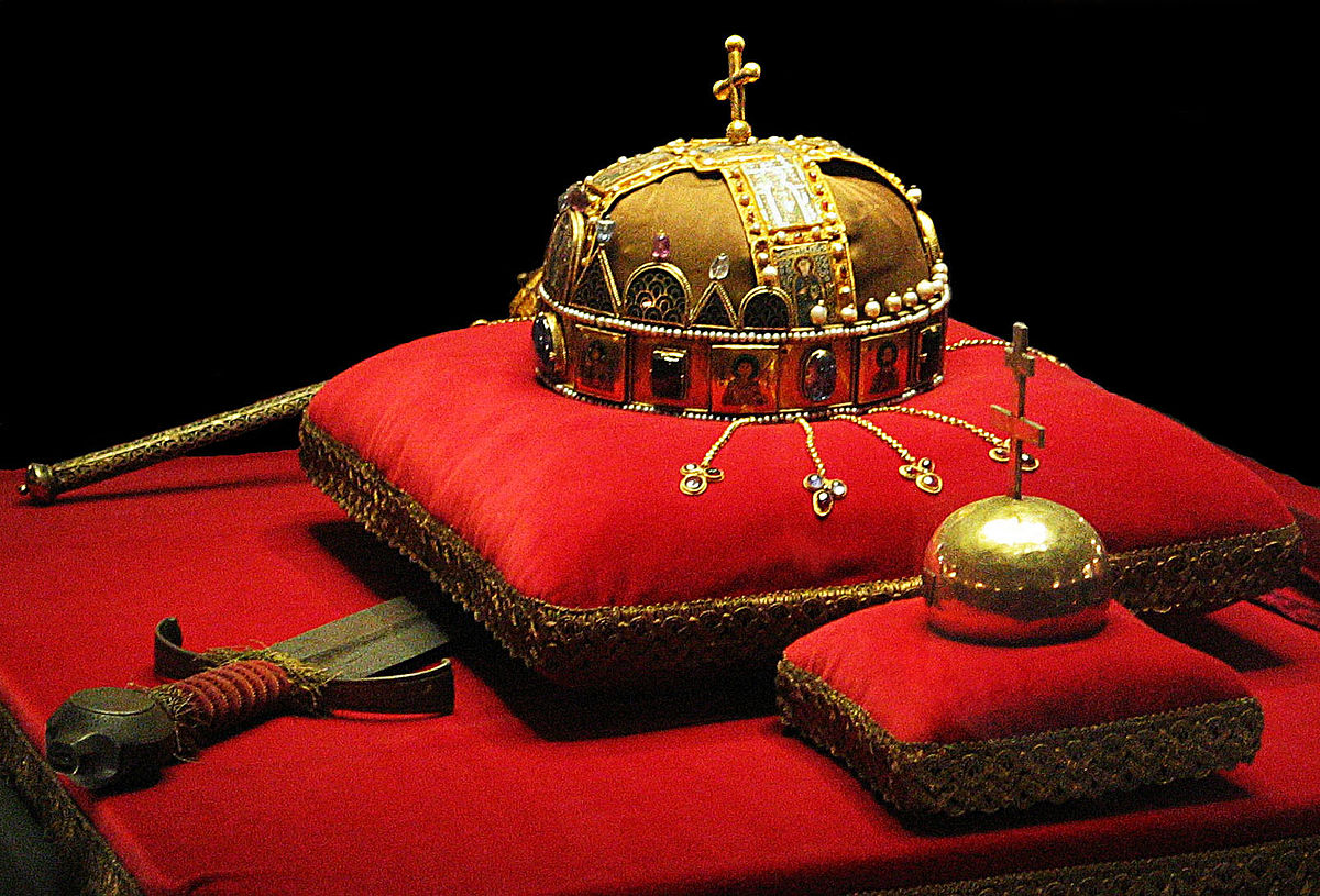 A Magyar Szent Korona és a koronázási jelképek